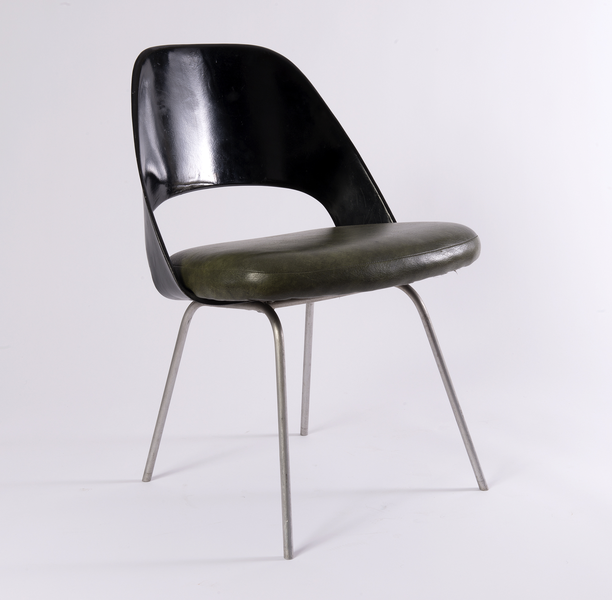 chaises conference eero saarinen paul bert serpette. Black Bedroom Furniture Sets. Home Design Ideas