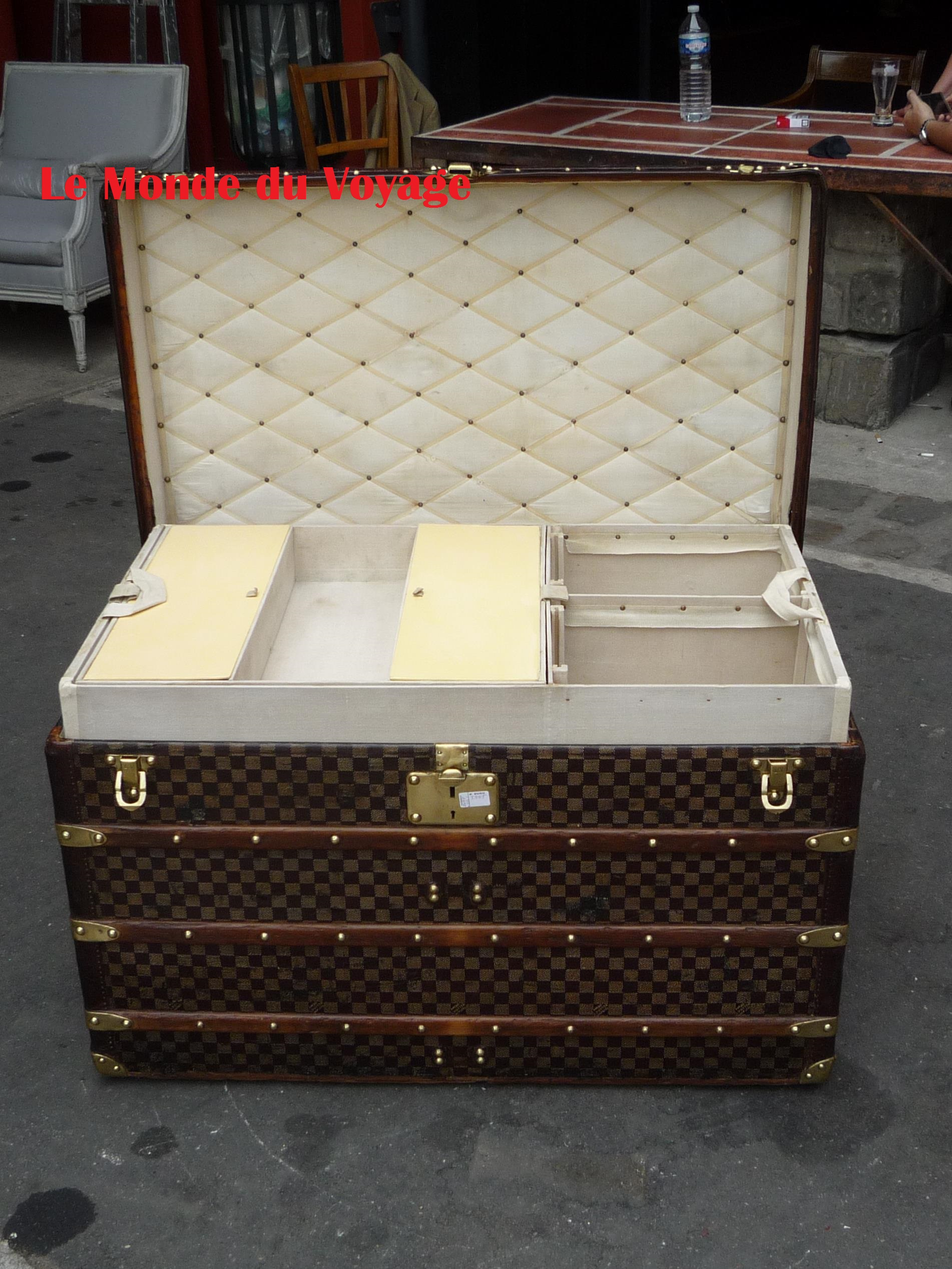 malle damiers louis vuitton louis vuitton checkerboard trunk paul bert serpette. Black Bedroom Furniture Sets. Home Design Ideas