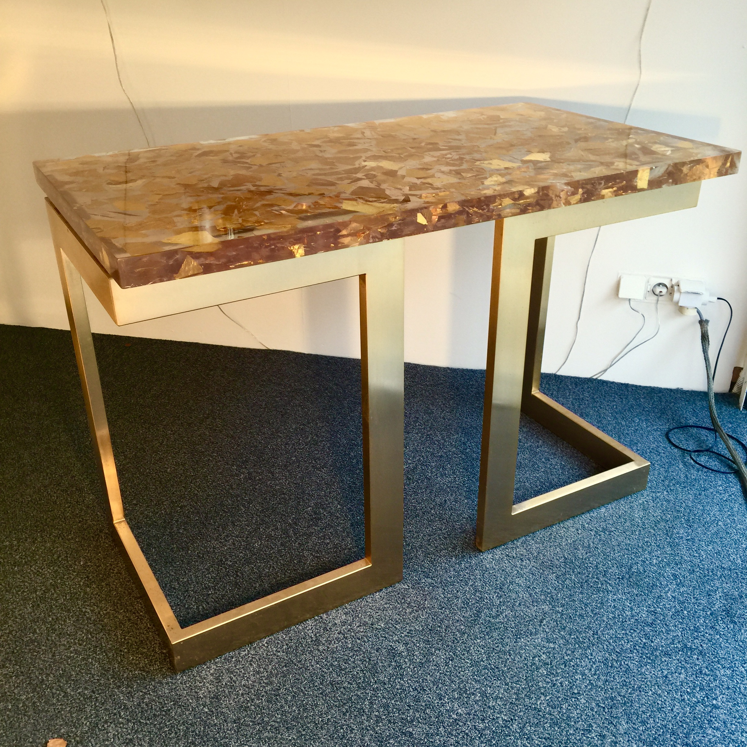 console table in resin with inclusions of gold leaf 24 k (2014