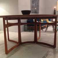 Table de Peter Hvidt en teck massif fin 1950's