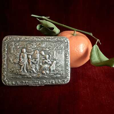 Silver vermeil box, with charming baroque decor of lovers in the garden