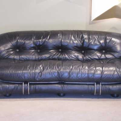 Soriana-cassina-tobiascarpa-sofa-black leather sofa