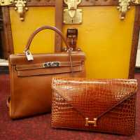Kelly bags in barenia calfskin and Lydie in Hermès crocodile
