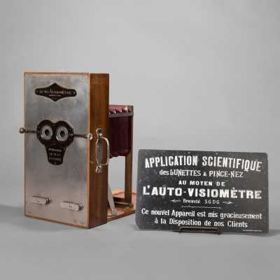 Self-visiometer with billboard, circa 1920