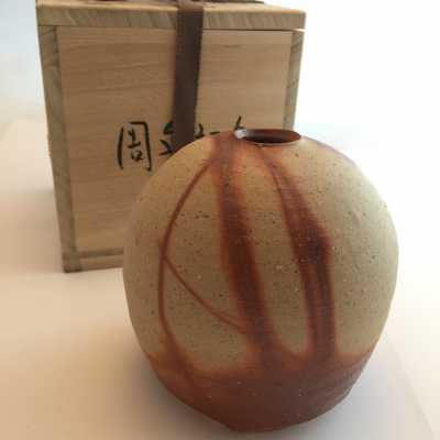 Round beige and rust ceramic vase from Bizen Youhen style - Japan